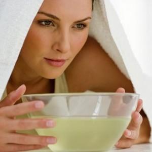 Bain de vapeur aux huiles essentielles pour peau grasse