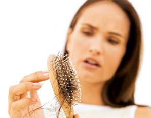 Cheveux : solutions anti-chute naturelles
