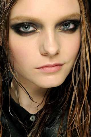 maquillage charbonneux métallique
