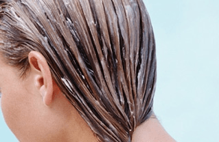 Masque maison à l'argile pour cheveux gras