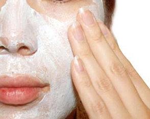 Masque aux huiles essentielles et à l'argile contre les tâches brunes